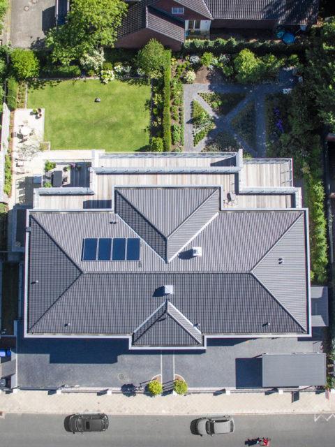 Dach Wohnhaus mit Wohnungen vom Immobilienmakler Sallier von oben fotografiert