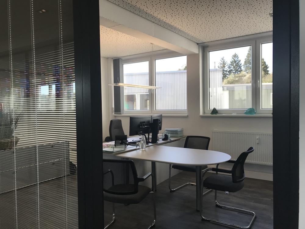 * Büroflächen beim Ilmenau Center * - Beipsiel für Modernisierung